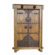 Echtholztür aus China mit detailreichen Applikationen aus Holz und Metall