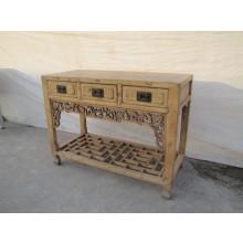 Chinesischer Tisch aus solidem Holz mit aufwendigen Details versehen.