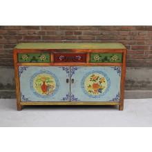 Hochwertiges Sideboard aus China aus tadellosem Holz gefertigt mit vielen Details