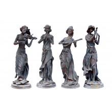 Vier Musikantinnen Skulpturen klassische Moderne Gusseisen Farbe Grünspan