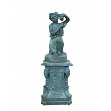 Skulptur Wein Traubenleserin Statue auf Sockel Gusseisen grüne Patina Klassik