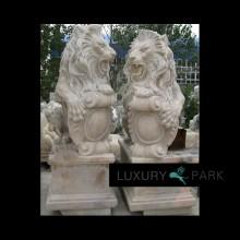 Herrliche Löwen Skulptur auf Sockel brauner Marmor Steinmetz